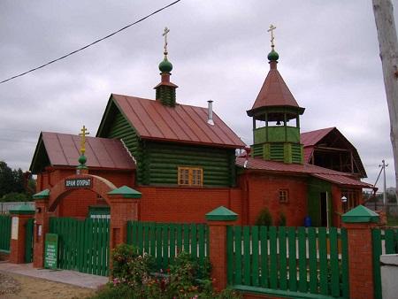 Церковь Серафима Саровского - Тверь, Волынское кладбище ,построен на месте разрушенной в 30-е годы церкви Благовещения Пресвятой Богородицы