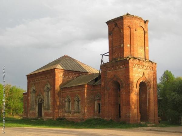Храм во имя Троицы Живоначальной в деревне Зимёнки-1, восстанавливается