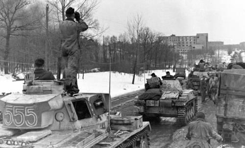 14 марта 1943 года фашисты повторно заняли Харьков. Колонна танков панцергренадерской дивизии СС Лейбштандарт СС Адольф Гитлер под Харьковом