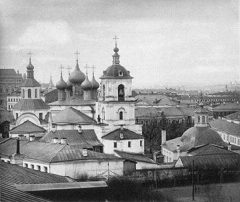 Московский Златоустовский монастырь. Слева направо- Благовещенская церковь, пятиглавый собор Иоанна Златоуста, колокольня, Троицкая церковь. 1882 год