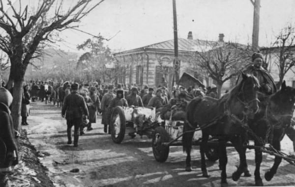 Угол улиц Октябрьской и Свердлова, март 1943 года