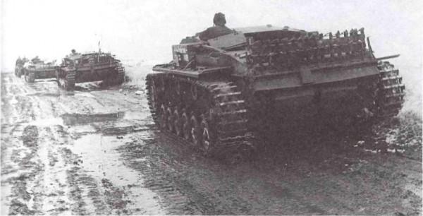 Колонна трофейных боевых машин  на Западном фронте, март 1942 года