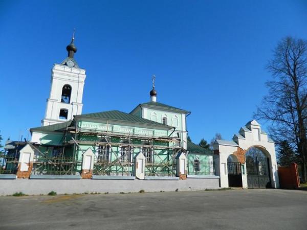 Церковь Троицы Живоначальной - Троицкое - Одинцовский район, г. Звенигород, фото апрель 2014 года