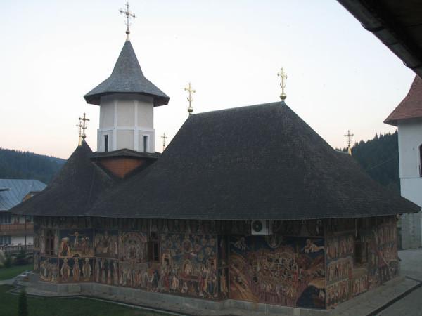 монастырь Петра Вода, храм архангелов Михаила и Гавриила