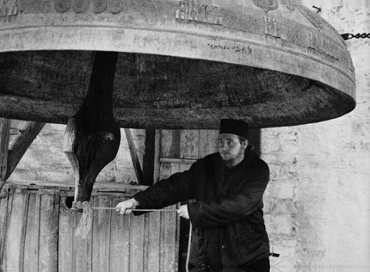 Колокол в Русском монастыре. Фото П. Севастьянова, XIX век