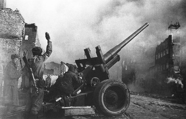Уличный бой. Данциг (ныне Гданьск, Польша),  март 1945 г.