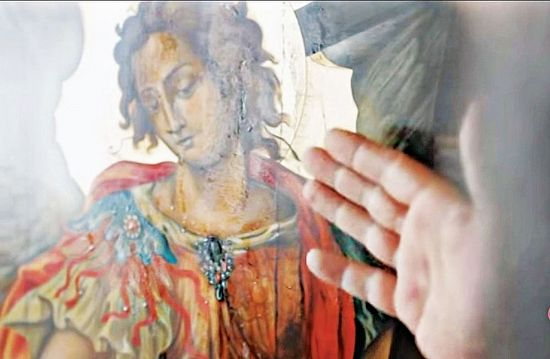 Икона Архистратига Божия Михаила источает миро