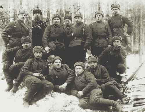 1 апреля 1942 года. Группа военнослужащих штаба 382-й стрелковой дивизии 2-й Ударной армии Волховского фронта