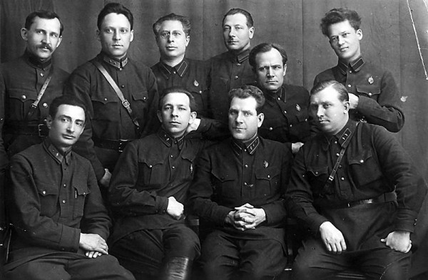 Тучков Евгений Александрович (первый ряд, второй справа)