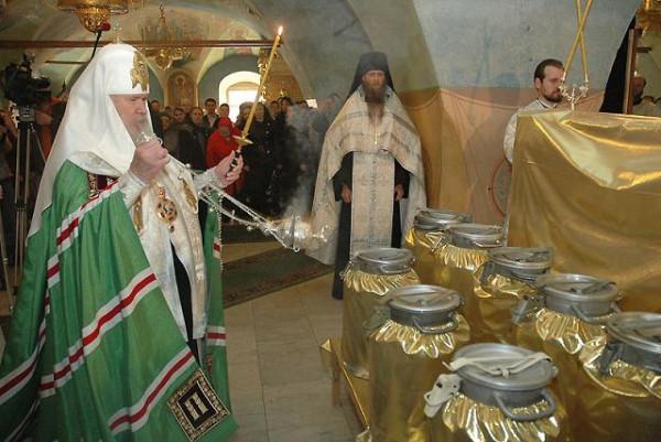 Святейший Патриарх Алексий совершает молебен на начало Чина мироварения
