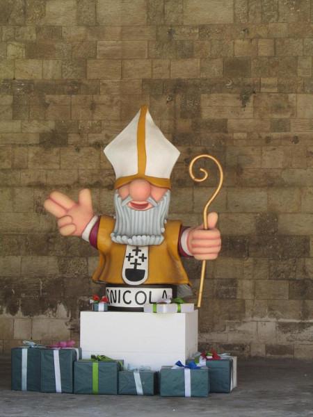 Базилика св. Николая, Бари, надувной Санта