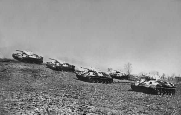 Советские танки на рубеже атаки. Район Курской дуги, апрель 1943 г.