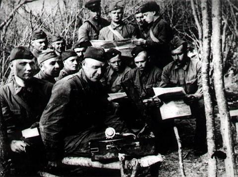Личный состав 3 минометной роты 31 Стрелкового Полка, 25 Чапаевской Дивизии. Севастополь, апрель 1942 года