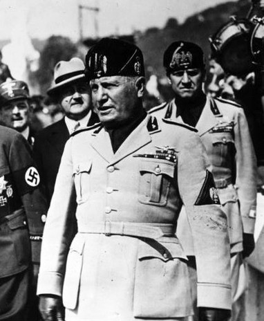 25 апреля 1943 года фашистский диктатор Бенито Муссолини бежал из Милана