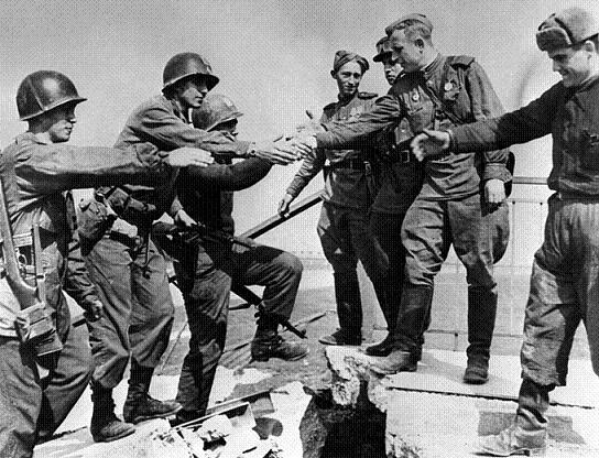 25 апреля 1945 года - встреча на Эльбе с американскими союзниками