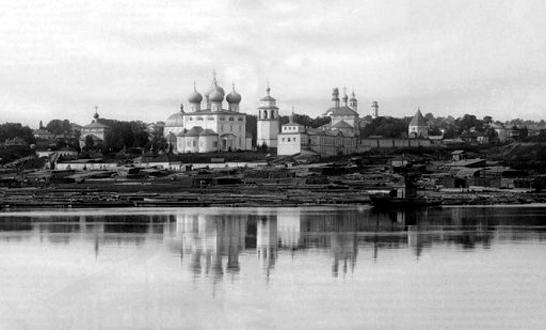 Вятский Трифонов Успенский монастырь, вид со стороны реки Вятки, фото начала XX века