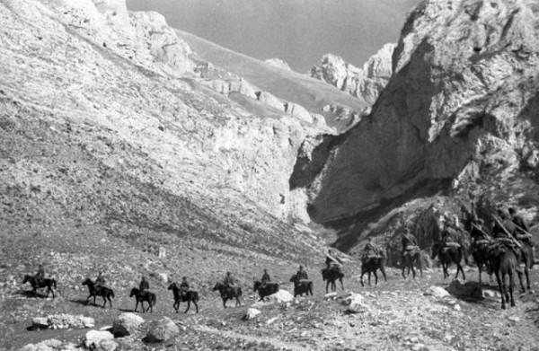 Советская конная разведка в горах Кавказа