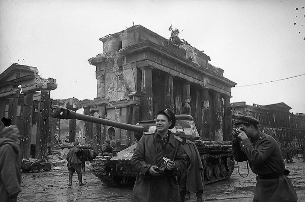 2 мая 1945 года - БЕРЛИН ВЗЯТ!!!