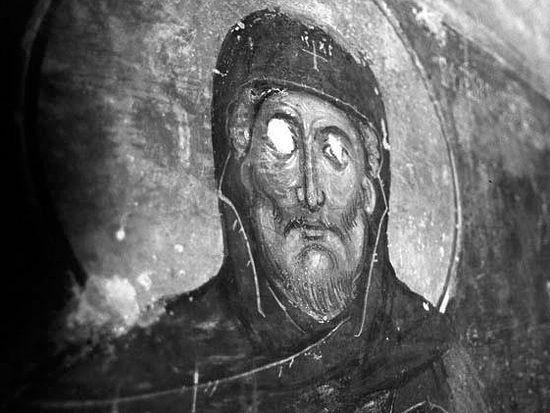 Оскверненная фреска монастыря Девич