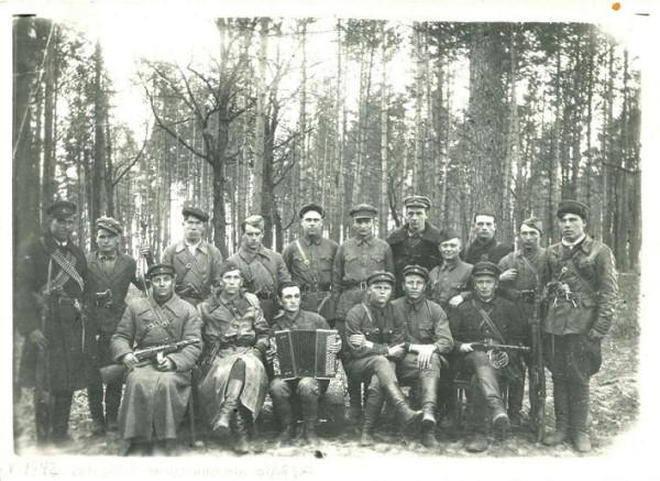 Май 1942 года, Хинельские леса. Партизанский отряд Червоный (Эмильчинский)