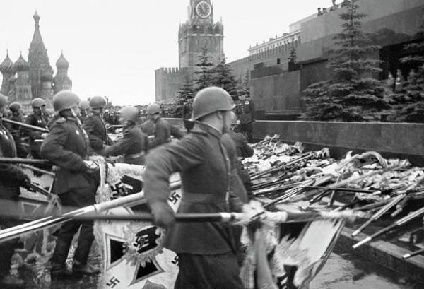 парад Победы поверженные знамена фашистов
