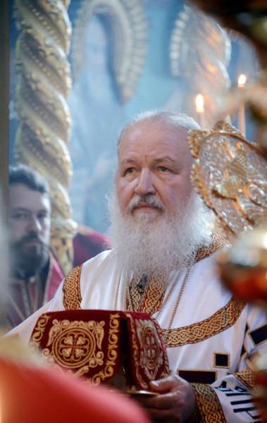 Святейший Патриарх Московский и всея Руси Кирилл совершил Божественную литургию в соборном храме Русского на Афоне Свято-Пантелеимонова монастыря, 5 июня 2013 года
