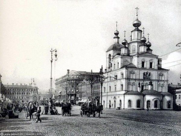 храм святой Параскевы-Пятницы в Охотном ряду, фото конец XIX века, разрушена в 1928 году