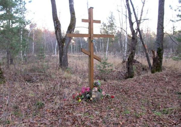 Памятный крест на месте церкви Троицы Живоначальной в урочище Ланино Шатурского района