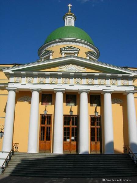 Западный портал (главный вход) Троицкого собора Свято-Данилова монастыря в Москве