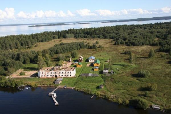 Корнилие-Палеостровский мужской монастырь, разорен и разрушен в годы лихолетия. В наши дни восстанавливается