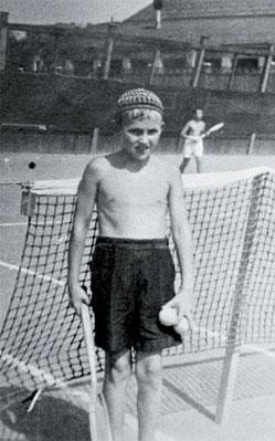 _В 10 лет Озеров начал тренироваться в обществе «Локомотив»