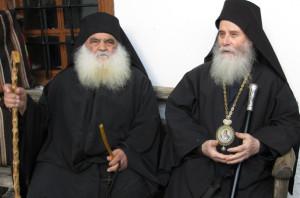 _Архимандрит Парфений (Мурелатос) слева