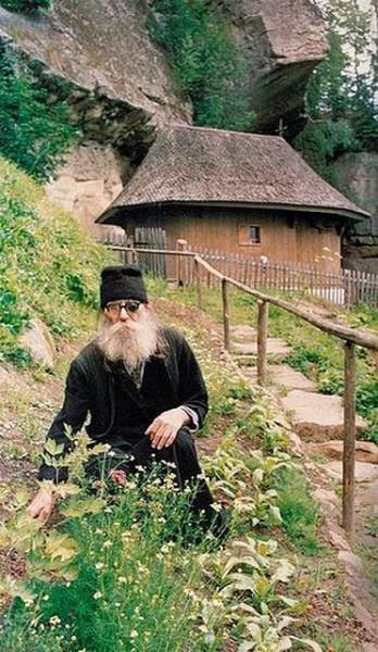 Старец Паисий (Олару) в пустыньке