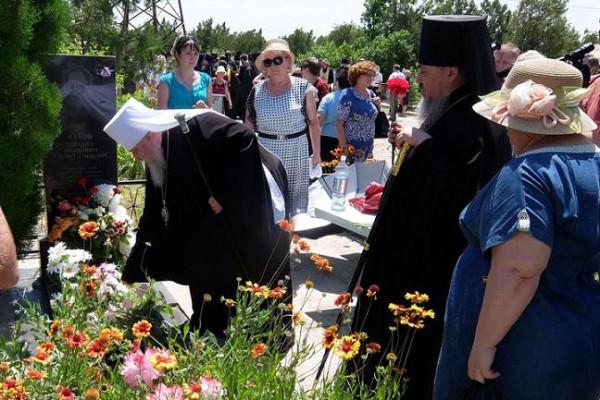 Заупокойная лития у могил жителей Будённовска 2