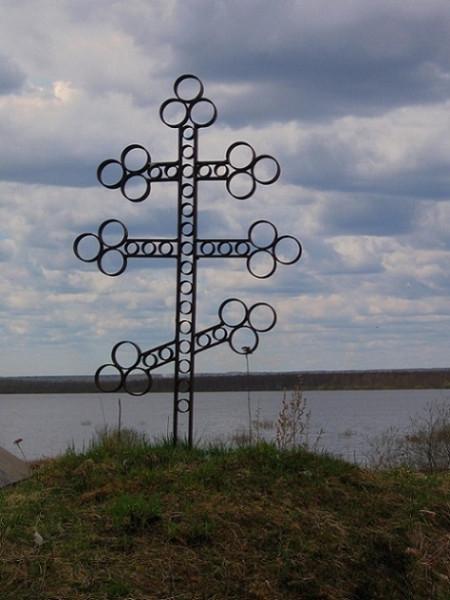Церковь Николая Чудотворца - Прибой, урочище - Грязовецкий район, Крест на месте разрушенного храма