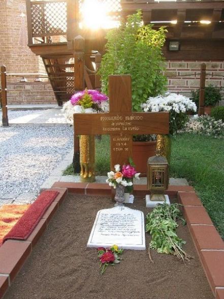 могила прп. Паисия Святогорца в Суроти