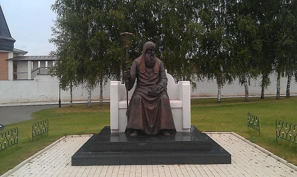 Памятник Святителю Иову в Свято-Успенском монастыре (Старица)