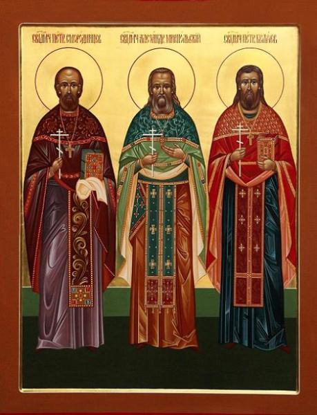 Священномученик Петр Смородинцев, пресвитер - слева