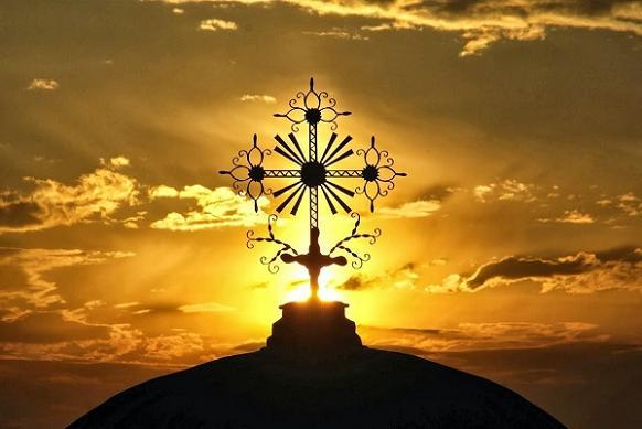 купол с крестом на фоне заката