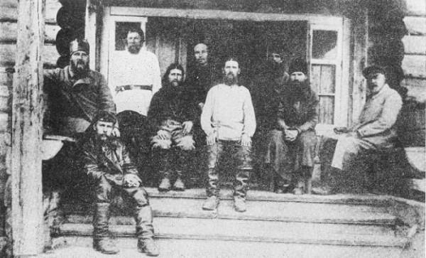 Священномученик Иларион Троицкий на Соловках - Владыка Иларион крайний слева