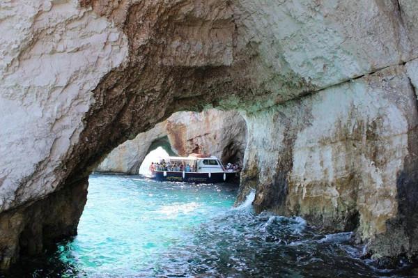 голубые пещеры кораблик