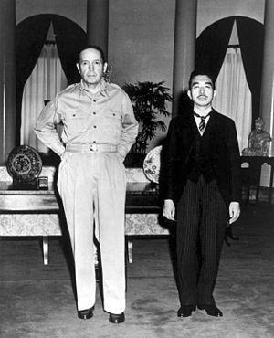 Император Японии Хирохито и генерал МакАртур
