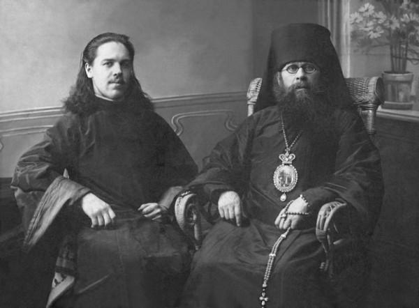 Священномученик протодиакон Николай Тохтуев (слева) ,справа- сщмч. епископ Аркадий Ершов