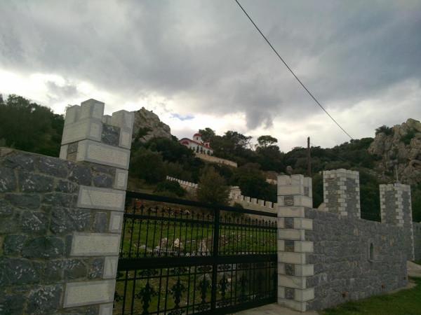 лутраки озеро храм на склоне