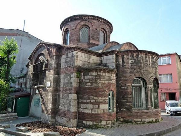 Церковь Иоанна Предтечи в Стамбуле. Увы, в наше время она осквернена и в ней расположена мечеть Ахмат-паши