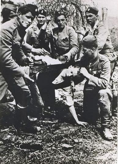 Усташи казнят заключённых в концлагере Ясеновац - скоростные соревнования по убийствам людей, тут пилой