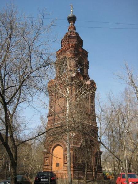 От монастыря осталась одна колокольня. В наши дни в ней расположена часовня