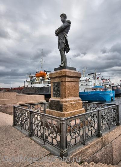 Памятник Крузенштерну в Петербурге