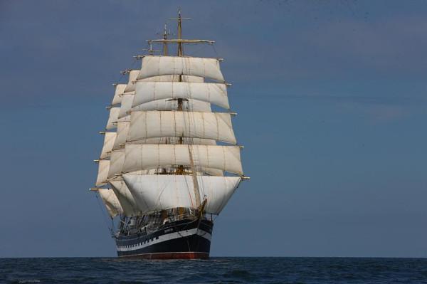 «Крузенште́рн» — четырёхмачтовый барк, российское учебное парусное судно