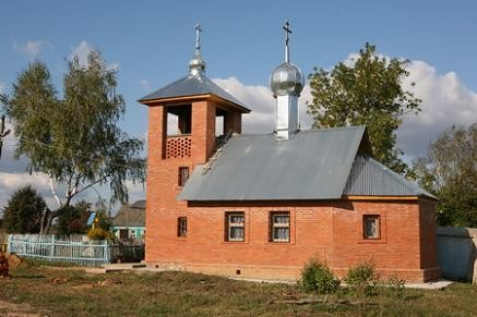 деревянный храм в селе Апонитищи в 1937 году был закрыт и разобран. В 2008 году построен новый храм, сейчас в нем уже служат Литургию...